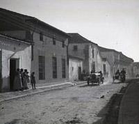 Llegada de un rally a la calle de la Libertad en los años 20. Foto A. González Salgueiro