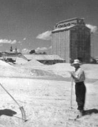 Tareas del campo, en la proximidades del Silo viejo (C/ de los Cárdeñas), años 50-60. Foto Santos Yubero (A.R.M.).