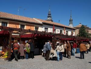 """Mercado de Artesanía """"Plaza de Segovia"""""""