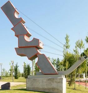 """Parque y Museo Feliciano Hernández - Escultura """"volumenes ascendentes"""""""